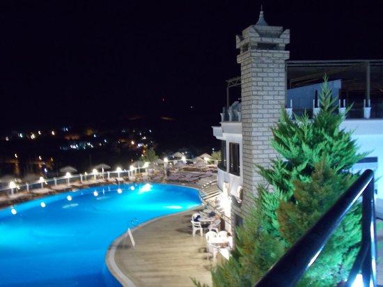 Family Belvedere: отель вечером2