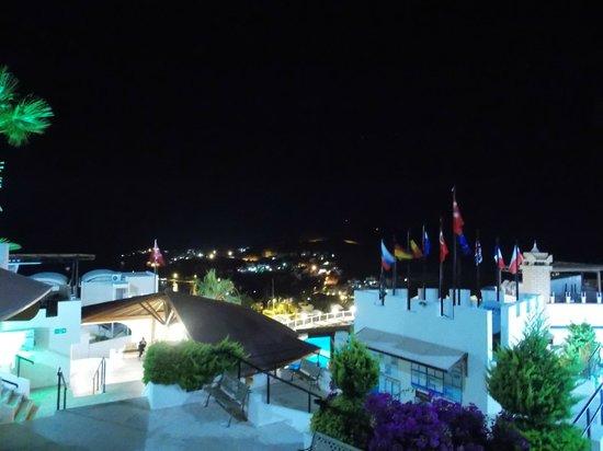 Family Belvedere: отель вечером