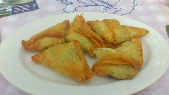 Mesogia Taverna: Small spinach pies - delicious