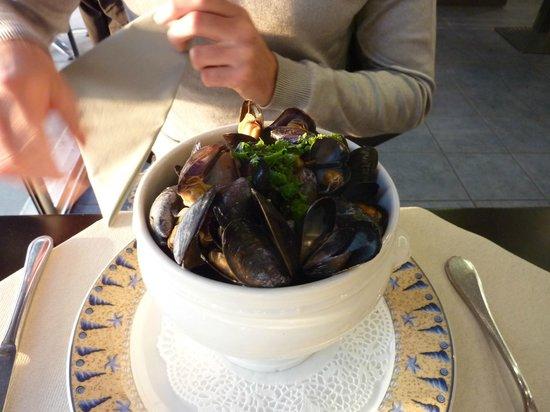 Restaurant Le Homard Bleu: moules marinières