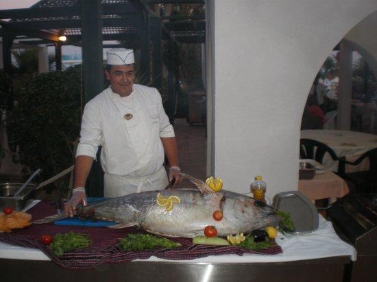 Winzrik Resort & Thalasso Djerba : thon decouper au barbecue