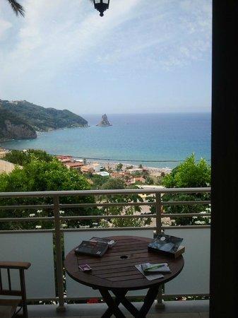 Mazis Apartments: Het uitzicht!!