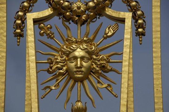 Guidatours Versailles : Detail of a Versalles Gate