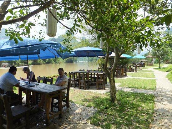 Yangshuo Mountain Retreat: Im Garten