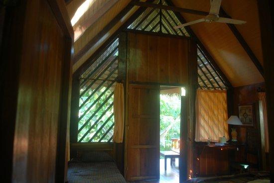 Hotel Shawandha Lodge: Vue de la chambre sur l'entrée