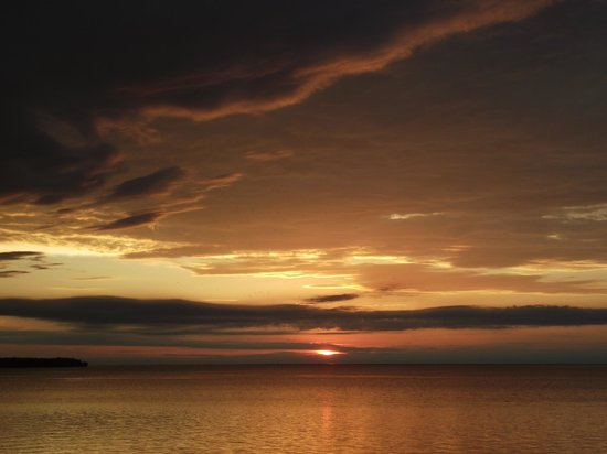 Westwood Shores Waterfront Resort : Sunset from the waterfront