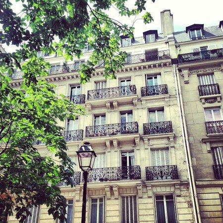 vue sympa de la terrasse foto van les marronniers parijs tripadvisor. Black Bedroom Furniture Sets. Home Design Ideas