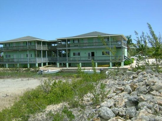 Greenwich Creek Lodge : View of the lodge from the bonefish flats