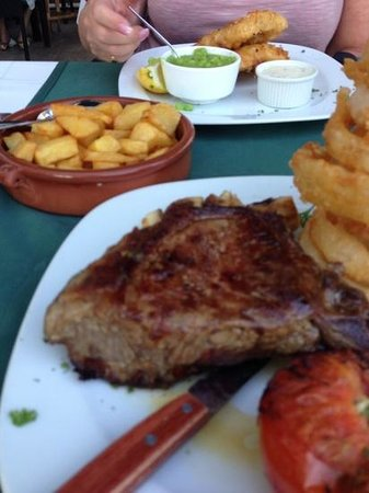 Molly's Irish Bistro & Pub : this was the steak i had for tea lovely