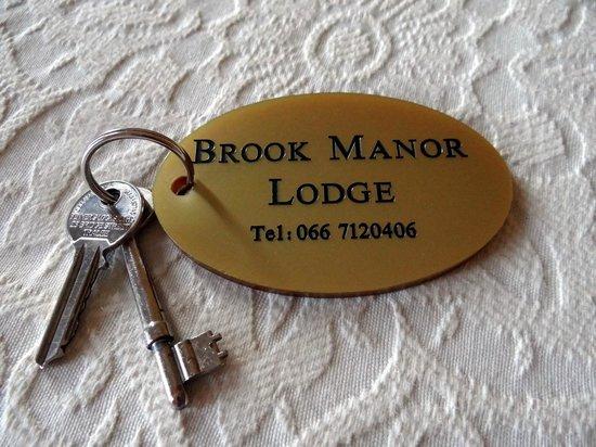 Brook Manor Lodge: Keys to the room