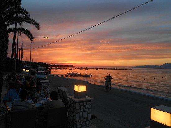 Coral Hotel: Sunset whilst enjoying Greek evening