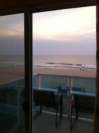 Courtyard Ocean City Oceanfront: 3rd Floor Oceanfront King view