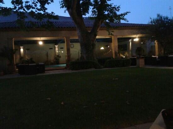 Villa Mazarin : le jardin le soir