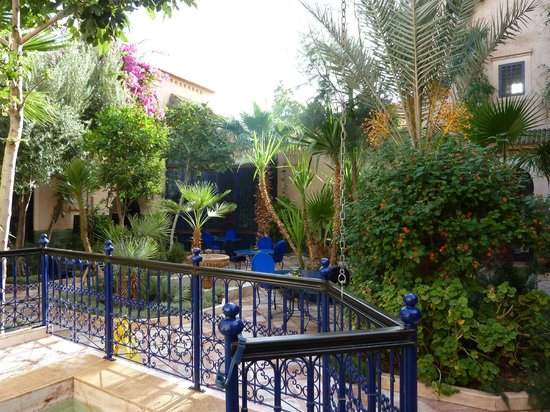 Dar Daif : The courtyard (with breakfast area), seen from the (small) pool