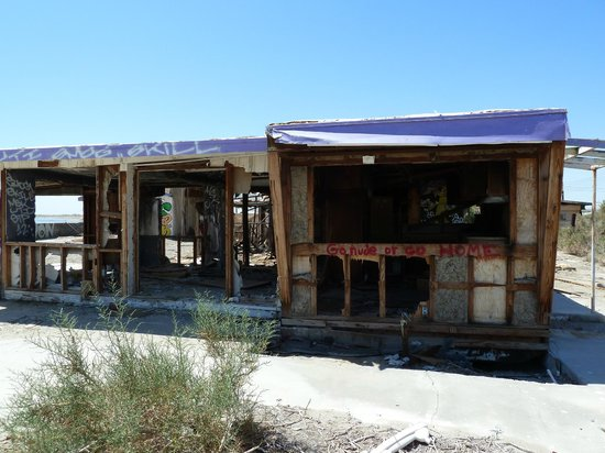 Salton Sea Shores: Derelict dangerous buildings