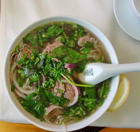 CyClo: PHO - Suppe aus Hanoi, mit Rindfleisch, Reisnudeln und jede Menge frischer Kräuter