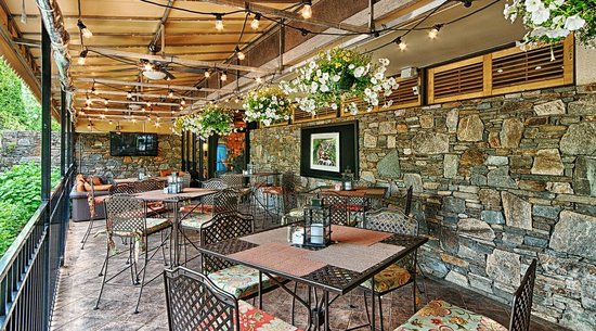 Holiday Inn Asheville - Biltmore East: Big Owl's - Great Outdoor Dining