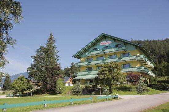 Apparthotel Montana: Hotel im Sommer
