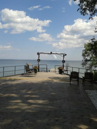 Gazebo Restaurant : The dock for weddings or lovers.
