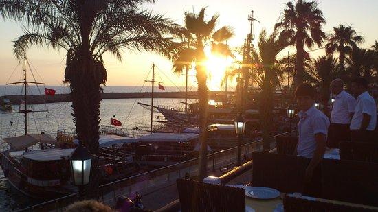 Cadde Baron Restaurant: Sunset at Barons