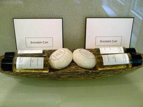 White House Manor: Toiletries