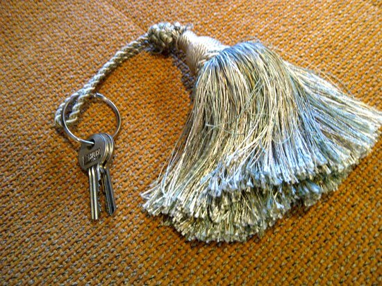 White House Manor: Key chain - all the little touches
