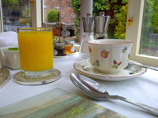 White House Manor: Breakfast in the conservatory