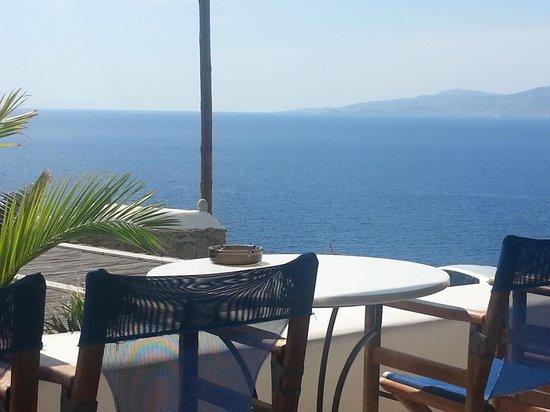Aegean Hotel: La vista dal terrazzo dove si fa colazione..