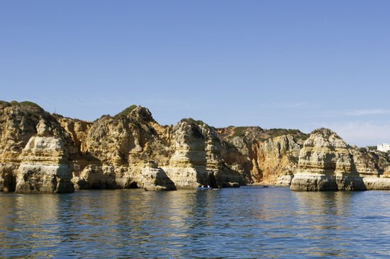 Cascade Wellness & Lifestyle Resort: The cliffs upon which Cascade Resort is perched.