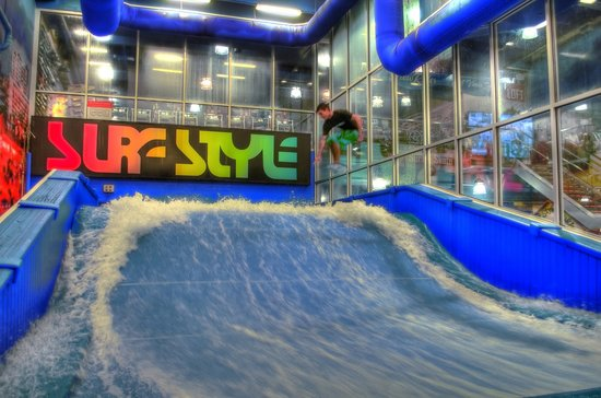 ‪Surf-Style Flowrider Indoor Surfing Wave Machine‬