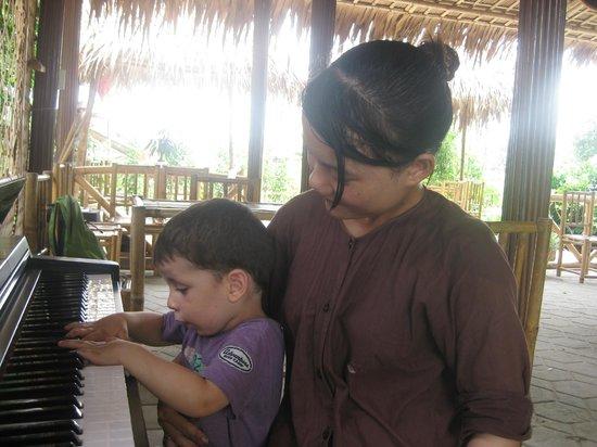 Tra Que Vegetable Village: making music
