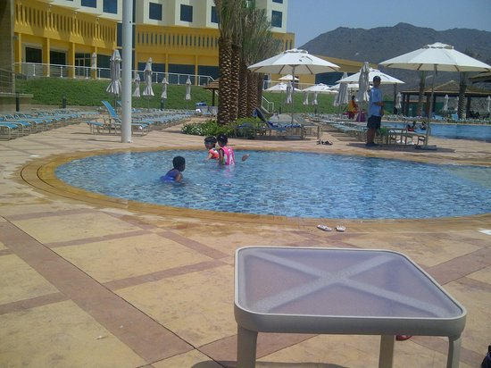 Oceanic Khorfakkan Resort & Spa: Swimming pool