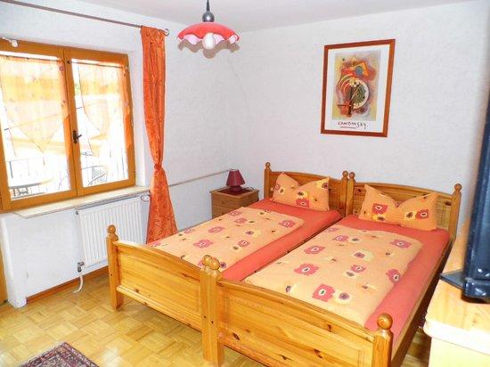 Bettelhaus: Rotes Zimmer Blick zum Hof