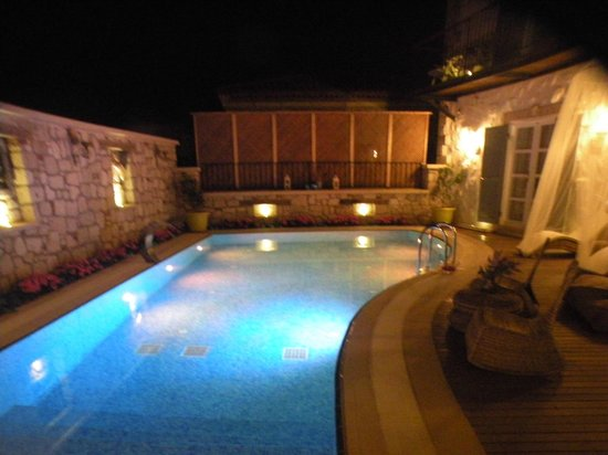 Chigdem Hotel: havuz başı