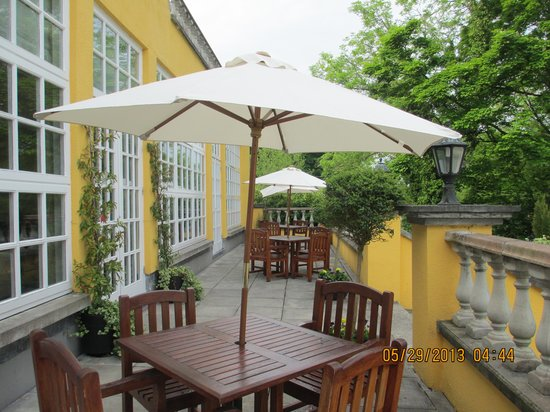 Athenaeum House Hotel: The deck bar/restaurant