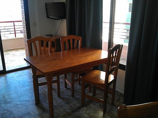 Carlos V Apartments : Dining area