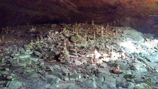 Big South Fork National River & Recreation Area : A cave of rock stacks (Inukshuk) on the Honeytree Creek Loop