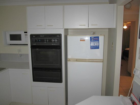 Key Largo Apartments: kitchen