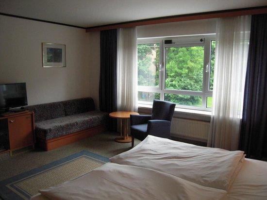 Senator Hotel: bedroom 3