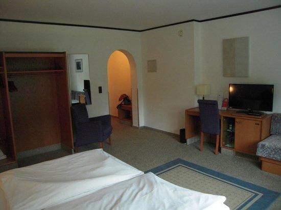 Senator Hotel: bedroom 2