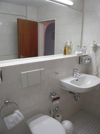 Senator Hotel: bathroom 2