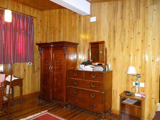 Bellevue Hotel: Cupboard