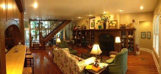 Highland Lake Inn & Resort Hendersonville : Great Room at the Woodward House