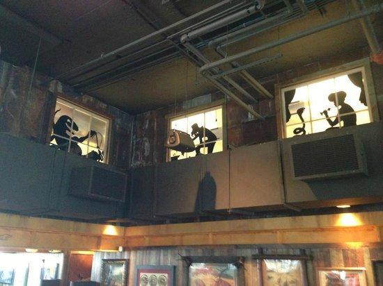Dinosaur Bar-B-Cue: Fun warehouse decor