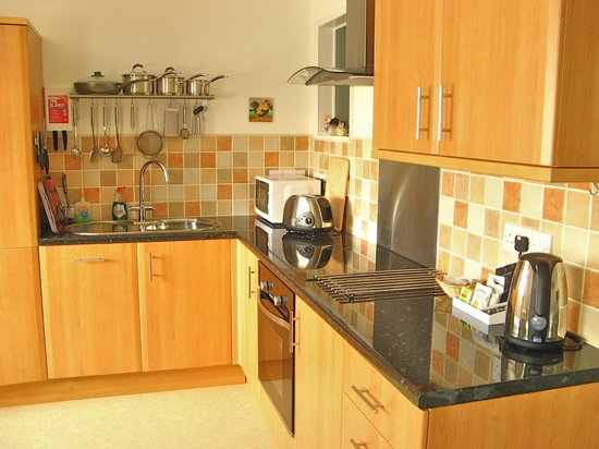 Cliffside House Accommodation: Kitchen area lower apartment