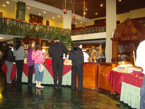 Conquistador Hotel & Conference Center: Breakfast buffet.