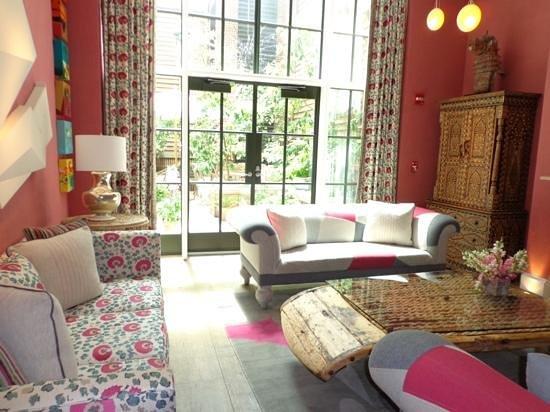Crosby Street Hotel: guest sitting room