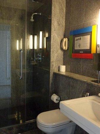 Crosby Street Hotel: bathroom