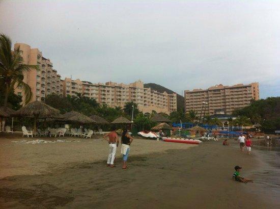 Azul Ixtapa Beach Resort & Convention Center: Grounds from beach view