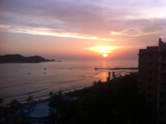 Azul Ixtapa Beach Resort & Convention Center: Sunset from hotel room